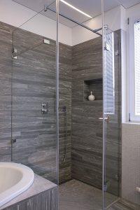 welche fliesen im badezimmer sind die passenden. Black Bedroom Furniture Sets. Home Design Ideas